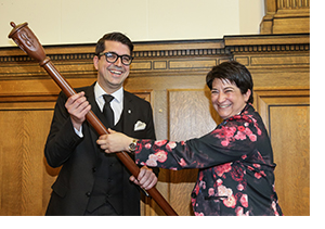 https://www.barreaudemontreal.qc.ca/images/Photos/2016-AGA_baton.jpg